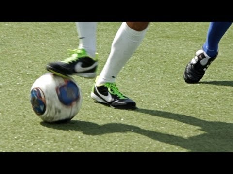 How to Do a Roll Over | Soccer Skills