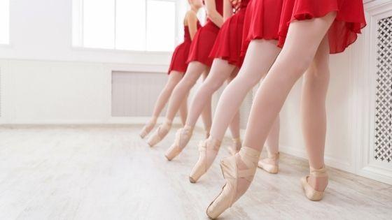 Coordinated ballet dancers
